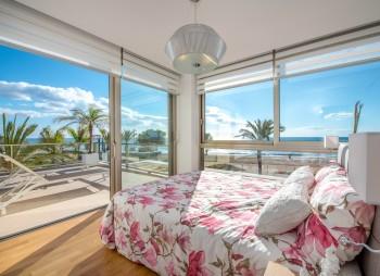 B7.1_La_Vila_Paradis_Bedroom_Townhouse