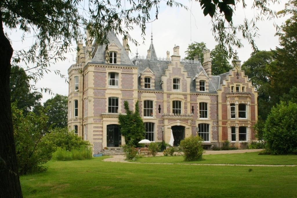 Now you too can Escape to the Chateau!